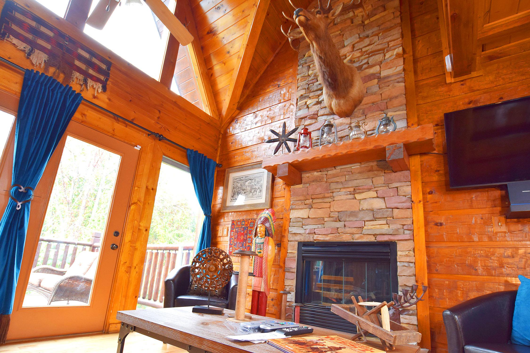 Luxury Cabin – Dollywood & Pigeon Forge – 4 bedrooms, sleeps